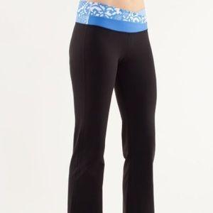 Lululemon Astro pant with beachy blue and white